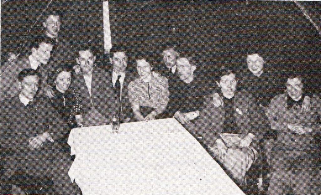 oben links: H. Sandmann, davor rechts Weltmeister Vanja, daneben den Deutschen Meister Wälter und die Deutsche Meisterin Capellmann, dahinter Leo Boskamp, Dritte von rechts ist die Weltmeisterin Pritzi aus Wien